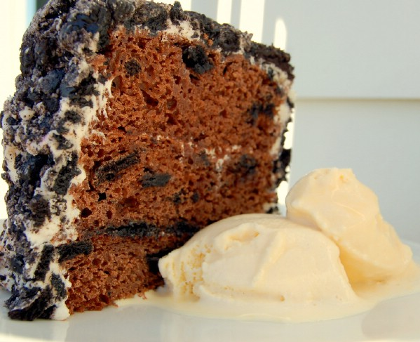 Oreo crumb cake served