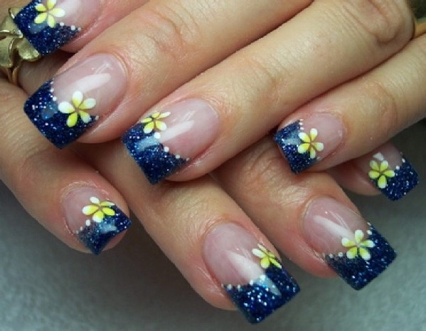 Blue daisies gel nail design - 15 Trendy Gel Nail Designs For Spring - Women's Magazine By Women