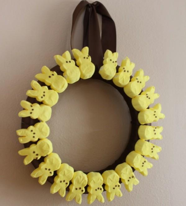 Cute diy easter marshmallow peeps wreath craft