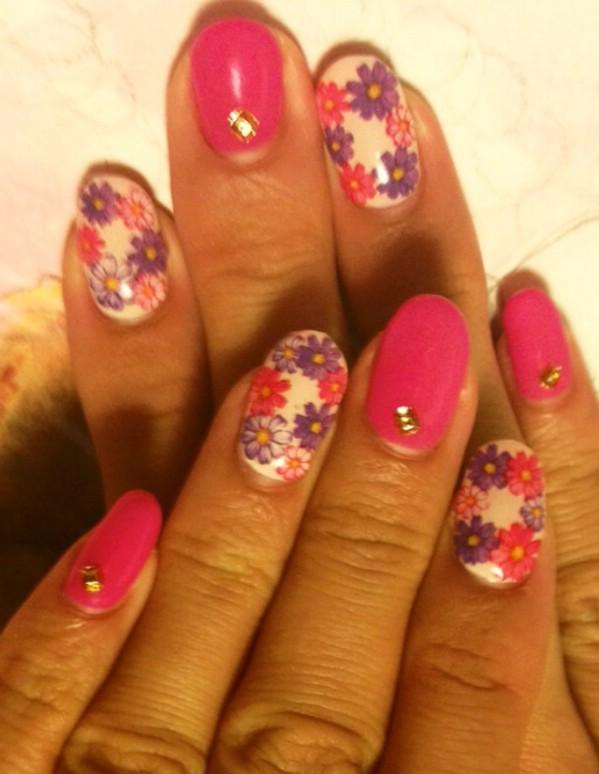 Floral gel nail design