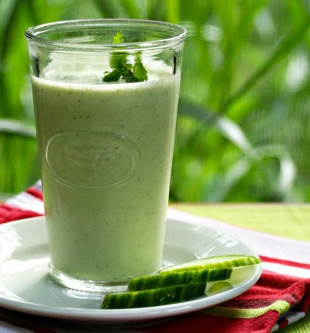 Cucumber yogurt smoothie