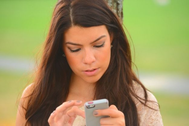 Picture of a girl thinking about how to respond to unwanted flirty texts